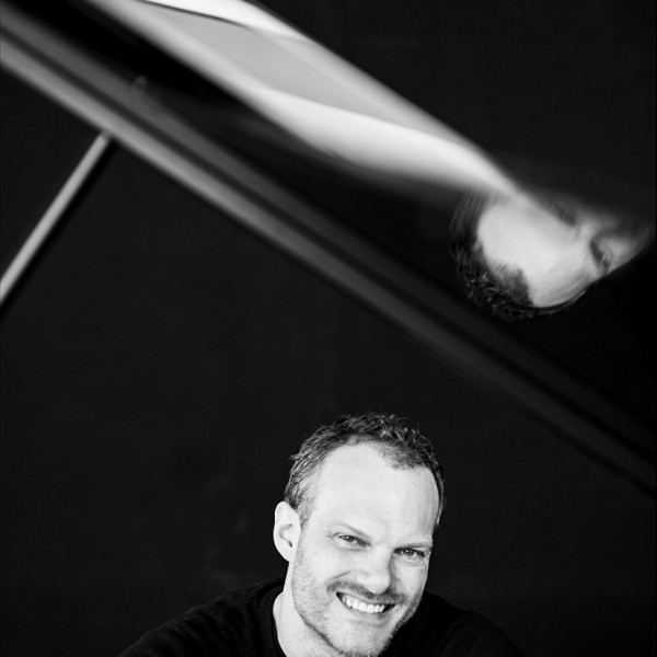 Lars Vogt Plays Mozart | Regional News